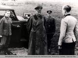 Фельдмаршал фон Клюге с адьютантом. Красный Бор.