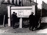 Гитлеровский агитационный стенд у здания городской