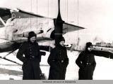Немецкие летчики на аэродроме.