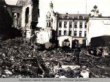 Разрушения у здания Главпочтамта.