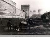 Жилые дома у восточного участка крепостной стены.