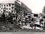 Разрушения около Дома специалистов после бомбежки.